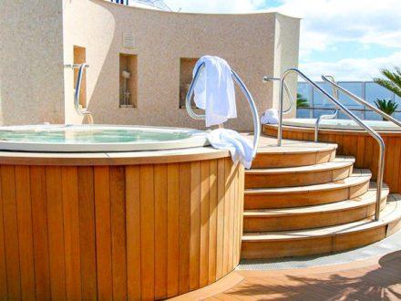 Oceania Riviera schwule Kreuzfahrt Spa