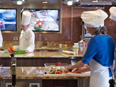 Oceania Riviera schwule Kreuzfahrt Buffetrestaurant