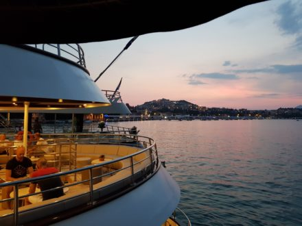Yacht schwule Kreuzfahrt Kroatien Sundowner