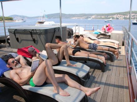 Yacht schwule Kreuzfahrt Kroatien Sonnendeck