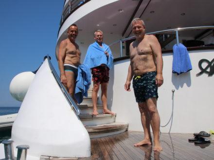Yacht schwule Kreuzfahrt Badedeck