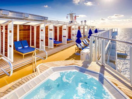Beachclub Norwegian Bliss gay cruise