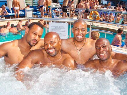 Jacuzzi gay Atlantis cruise